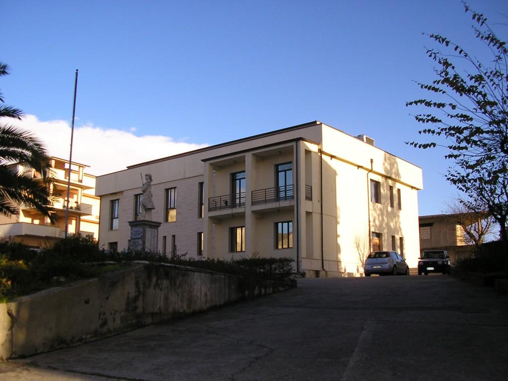 Il Municipio di Scandale. Foto dalla rete